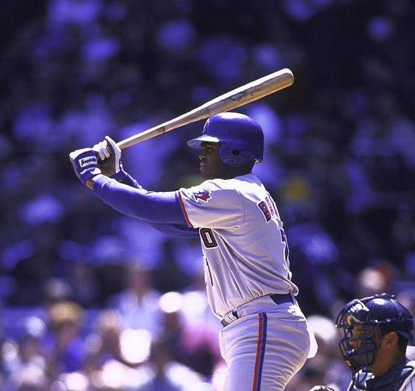 야구에서는 이러고 공 쳐도 됩니다연습자세 아니다 진지하게 공 기다리는 거다_웃긴 타격폼