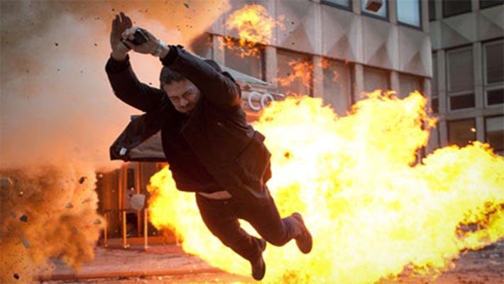 폭발에 탈출하는 남자