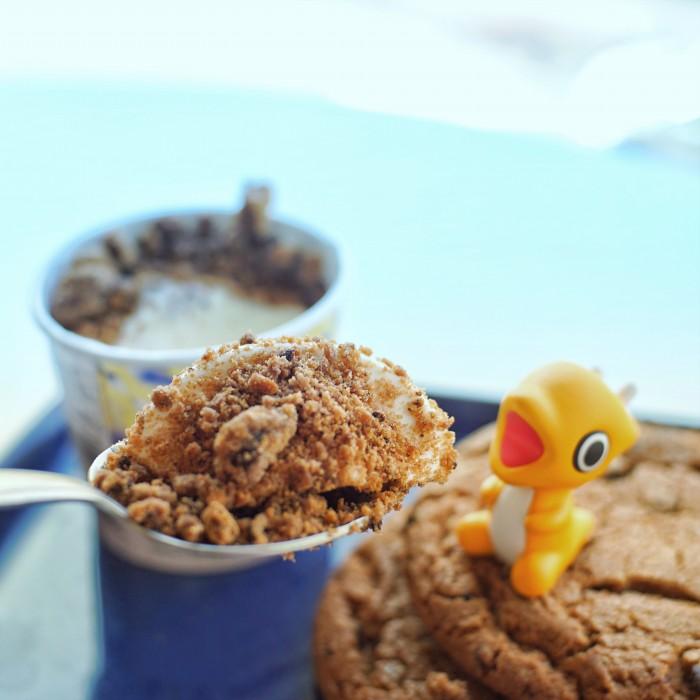 스푼즈 카라멜 쿠키 맛있게 먹는 법 쟐게쟐게 부숴서 바닐라아이스크림에 섞어 먹는다! 1
