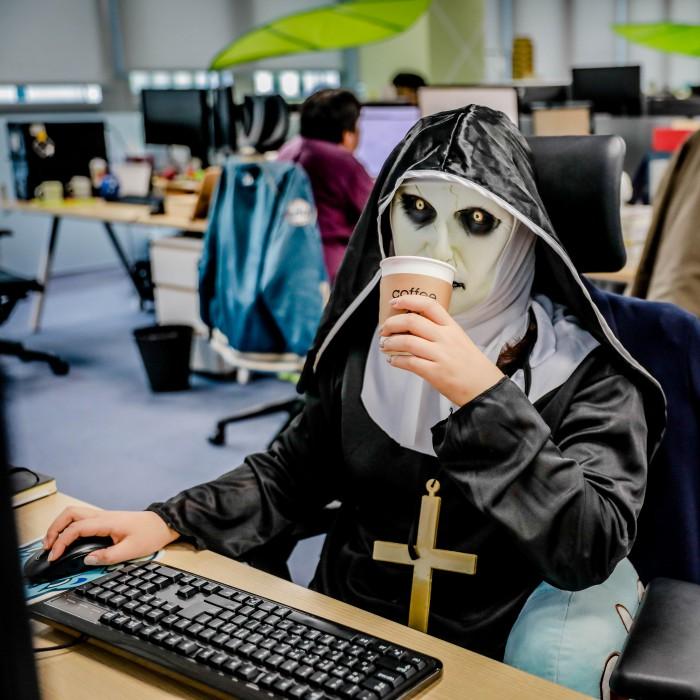 출근한 수녀님...? 1